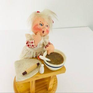 """Annalee Mommy's Little Helper Baker Girl 2001 8"""""""